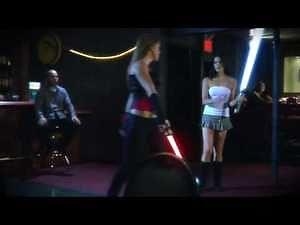 Seksowny pojedynek na laserowe miecze