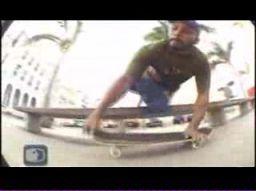 Niesamowity skateboarder