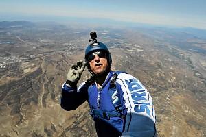 Skoczył z ponad 7 kilometrów bez spadochronu i bezpiecznie wylądował