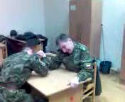 Żołnierski pojedynek na ręce