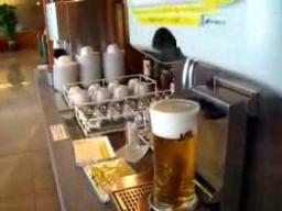 Japońska maszyna do nalewania piwa