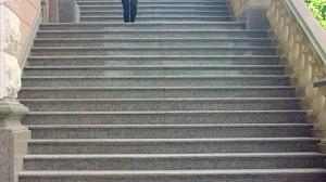 """Zejście po schodach z """"małymi problemami"""""""