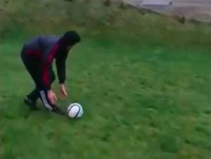 Kiedy grasz w piłkę z silnym wiatrem