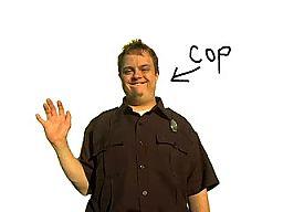 Głupi policjant - Cycki!