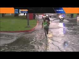 Maratończyk kontra deszcz