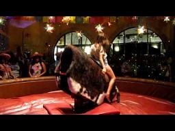 Ujeżdżanie byka bez trzymanki