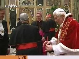 Całuję twoją dłoń, Benedykcie