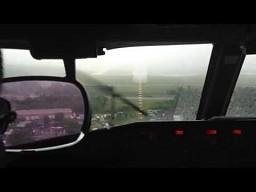 Podchodzenie do lądowania w deszczu