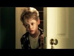 """Kevin sam w domu"" - wersja psycho thriller"