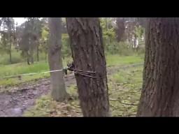 Pułapka na motocyklistów i quadowców w lesie