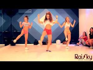 Ciekawy booty dance