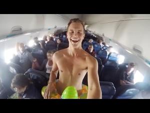 Śmiały żartowniś na pokładzie samolotu