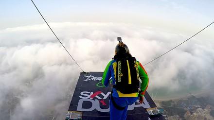 Skoki z wieżowca w Dubaju