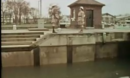 Monty Python i taniec z policzkowaniem rybami