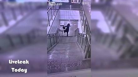 Szybkie (i bolesne) zejście ze schodów