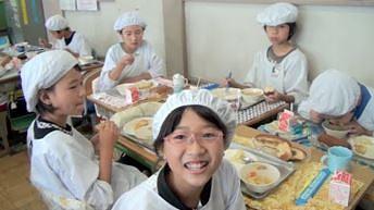 Jak wygląda przerwa obiadowa w japońskiej szkole?