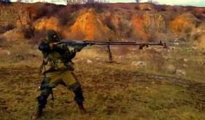 Rosyjski strzelec ze sprzętem godnym Rambo