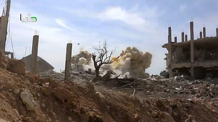 Helikopter zrzucający bomby w mieście Darajja