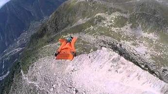 Niesamowity lot nad górami, czyli wingsuit w najlepszym wydaniu