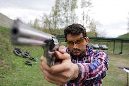 Jak strzelać z pistoletu?