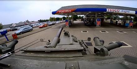 Przyjemny filmik o tankowaniu czołgu