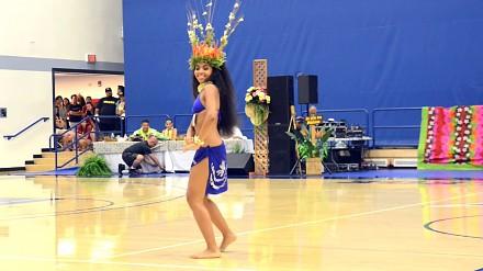 Zmysłowy taniec Tahiti podczas zawodów Hura Tahiti 2015