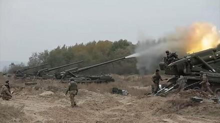 Strzelanie z broni artyleryjskiej w wykonaniu ukraińskiej armii