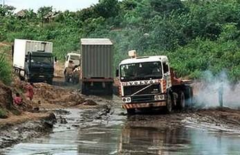 Kompilacja ciężarówek w ekstremalnych warunkach
