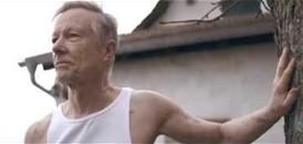 Dziadek próbuje uciec z domu starców - wzruszająca reklama nakręcona przez amatora