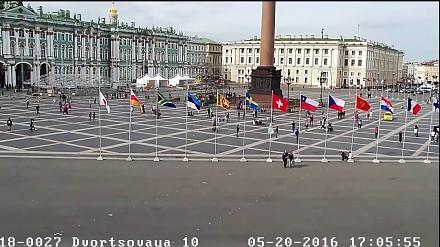 Taksówkarz gonił rowerzystę po placu w centrum Sankt Petersburga