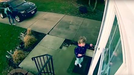 Mała dziewczynka porwana przez wichurę