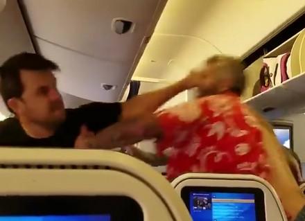 Bójka pasażerów na pokładzie samolotu
