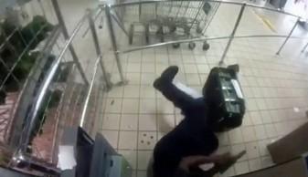 Napad na konwojentów ładujących kasety z pieniędzmi do bankomatu