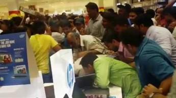 Promocja w supermarkecie w Abu Dhabi. Tłum rzucił się na towary
