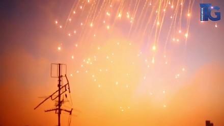 Zrzucanie bomb fosforowych przez Amerykanów na miasto Rakka (północna Syria)