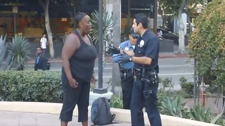 Wielka wściekła baba kontra amerykański policjant