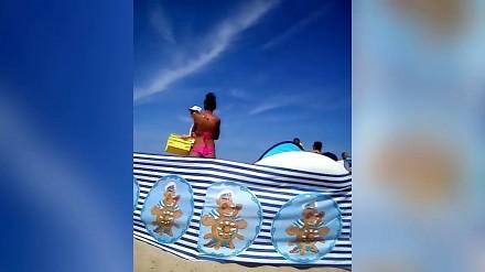MC Sobieski i osobliwy sprzedawca galaretek na plaży w Mielnie