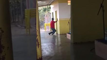 Gibki tancerz łazienkowy