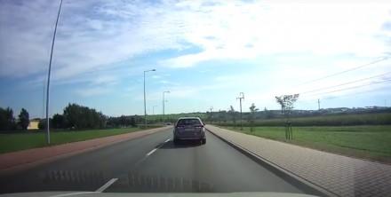 Tego kierowcy nie można wyprzedzać