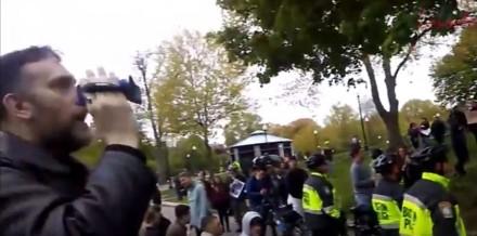 Facet trolluje manifestację antify w Bostonie