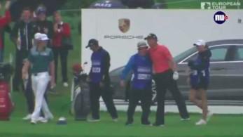Golfista trafia do dołka w spektakularny sposób i wygrywa porsche