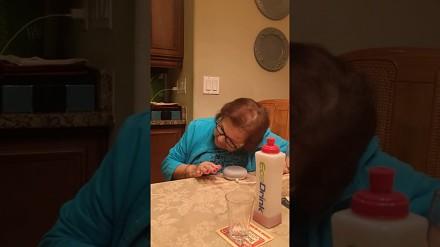 Babcia dostała piękny prezent - Google Home