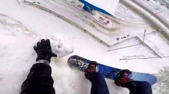 Snowboardzista podziwiał piękne widoki... i o mało się nie zabił