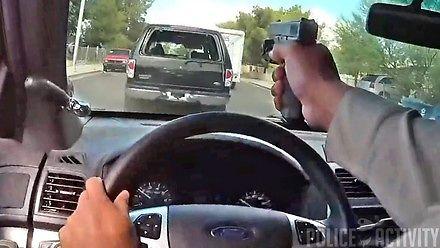 Policjant strzela przez szybę w trakcie pościgu w Las Vegas
