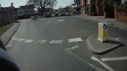 Jadąc na rowerze uważaj na samochody